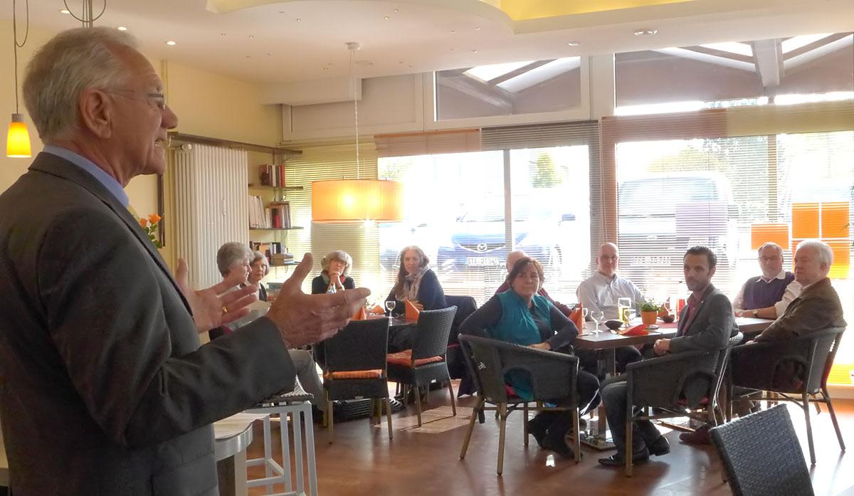 Begrüßung im Café Zenja