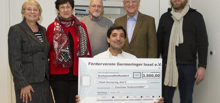 Gabriele Pichelmaier, Anita Schindler, Kurt Köhler, Christian Dittrich (alle Förderverein) sowie Manuel Leupold (Integrationsbeauftragter) und Kulturenmittler Jalal Abdallah.