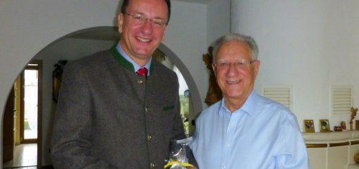 Der Vorsitzende des Fördervereins der Germeringer Insel, Christian Dittrich, feierte seinen 75. Geburtstag und bat seine Gäste um Spenden statt Geschenke. So kamen insgesamt 1.200 Euro für den Förderverein zusammen. Auch OB Andreas Haas gratulierte und überreichte dem Jubilar ein Präsent der Stadt